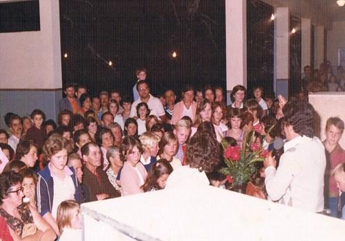 1982-Reunião-de-pais-na-Escola-1°-Centenário-Lançamento-livro-Agora-e-Sempre